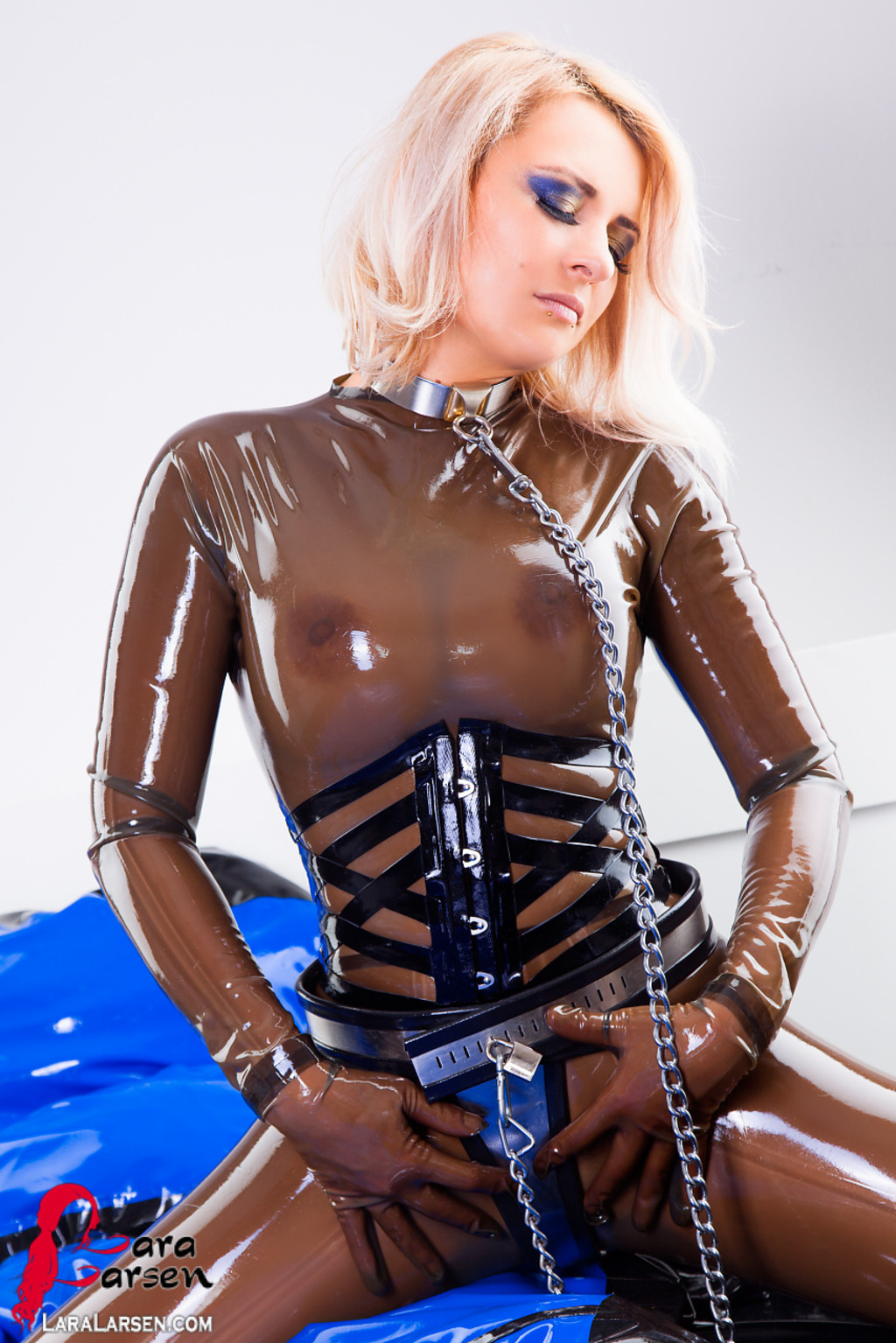 Latex naked fucking scenes