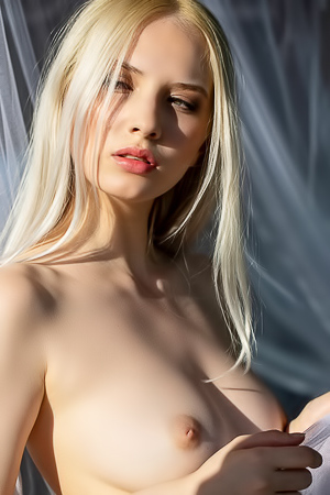 Monica Wasp is dramatic naked in the morning light