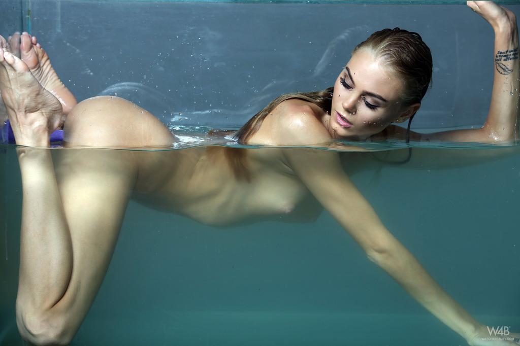 Loose women's nadia sawalha shocks with naked swimming pool photos